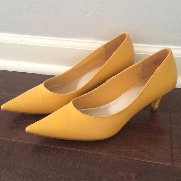 Predictions yellow kitten heels 7.5 worn once!